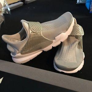 Nike dart socks grey and white size 9 in men's